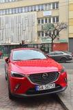 Parkerad Mazda CX-5 för främre sikt övergång Royaltyfria Bilder