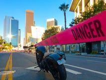 Parkerad motorcykel i i stadens centrum Los Angeles Royaltyfria Bilder