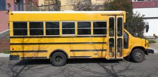 Parkerad skolbuss Royaltyfria Foton