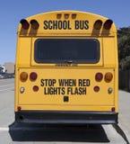 Parkerad skolbuss Arkivfoton