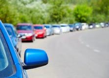 parkerade bilar arkivfoton