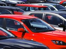 parkerade bilar Arkivbilder