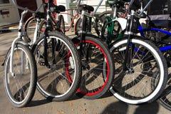 parkerade cyklar Arkivbild