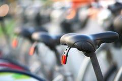 parkerade cyklar Arkivfoton