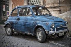 Parkerade Fiat 500 Fotografering för Bildbyråer
