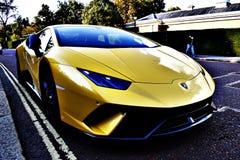 Parkerade gula Lamborghini Arkivbild