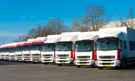 parkerade lastbilar royaltyfri bild