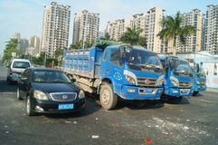 Parkerade lastbilar, på vägen Royaltyfria Bilder