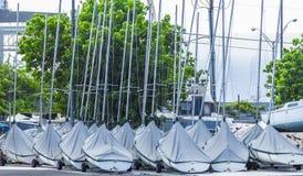 Parkerade segelbåtar Royaltyfri Foto