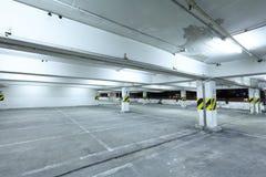 Parkerande garage Arkivbild