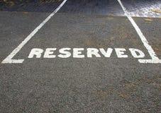 parkerande reserved tecken Royaltyfri Bild