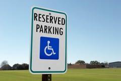 parkerande reserved tecken Fotografering för Bildbyråer