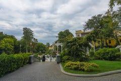 Parkerar av Baku, regulatorns trädgård Royaltyfri Bild