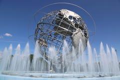 Parkerar den New York världen 1964 s ganska Unisphere i Flushing Meadows Arkivfoton