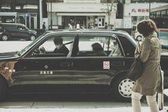 Parkerar väntande område för taxien nära Uenoen i Tokyo Arkivfoton