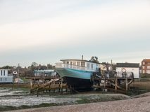 Parkerat hem för framdel för hav för mersea för gammalt ostronfartyg västra royaltyfria bilder