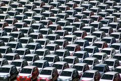parkerat nytt för bilar Royaltyfria Bilder