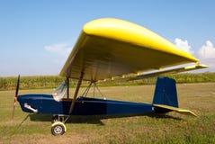 parkerat ultralight för flygplan förkläde fotografering för bildbyråer