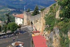 Parkeren Piazzale Cava Antica en Vesting van San Marino, Italië Royalty-vrije Stock Foto