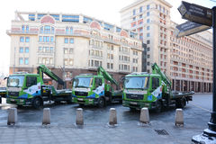 Parkeren' rij het 'van Moskou van de slepenvrachtwagen in Moskou Stock Foto