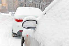 Parkeren tijdens sneeuwval royalty-vrije stock foto