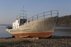 Parkeren van boten op de kust Stock Afbeelding