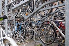 Parkeren voor fietsen Stock Foto