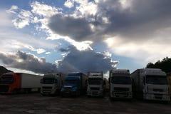 Parkeren voor grote vrachtwagens stock fotografie