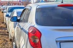 Parkerende gebruikte auto's Royalty-vrije Stock Afbeeldingen
