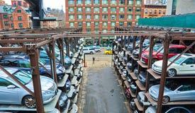 Parkerengarage op verscheidene niveaus in de Stad van New York Stock Foto's