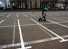 Parkering är dyr i mitten av Warszawa Arkivfoto
