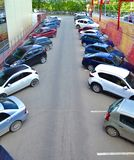 Parkering av bilar Fotografering för Bildbyråer