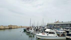 Parkering av fartyg i port av Jaffa, Tel Aviv, Israel arkivbild