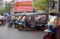 Parkering av tuk-tuks royaltyfria foton