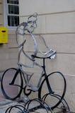 Parkering för cyklar i marknadsfyrkanten Arkivbild