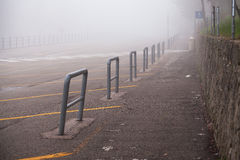 Parkering i dimman Royaltyfria Bilder