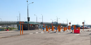 Parkering nära tunnelbanan. Royaltyfri Fotografi