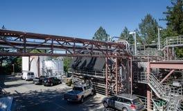 Parkering, vinbehållare och rör på Sterling Vineyards, Napa Valley, Kalifornien royaltyfri fotografi