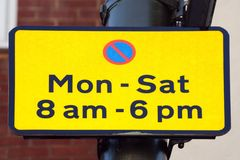 Parkeringsbegränsningstecken arkivfoto