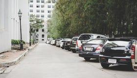 Parkeringsområde med gatan Royaltyfria Foton
