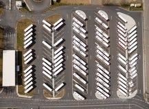 Parkeringsplats för autobus och lastbilar Arkivfoto