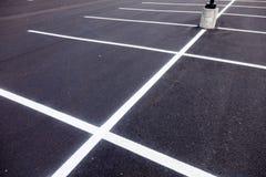 Parkeringsplats målade linjer Arkivfoton