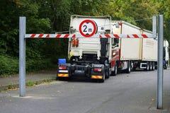 Parkeringsplats med lastbilar Royaltyfria Bilder