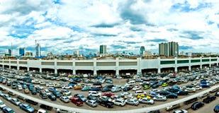 Parkeringsplats och horisont i Bangkok Royaltyfria Bilder