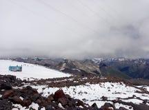 Parkeringsplatsen av klättrare på höjden av meter 3800 arkivbilder