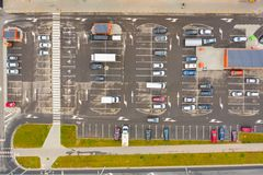 Parkeringsplatser från över flyg- sikt royaltyfri foto