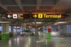 Parkhaus an einem Flughafen Stockfoto