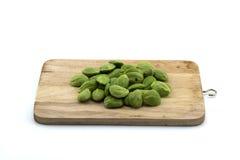 Parkia speciosa Samen oder bittere Bohne für das Kochen auf weißem Hintergrund Lizenzfreies Stockfoto