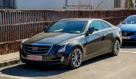 Parking Cadillac Chassay Ats na lokalnej ulicie obraz stock