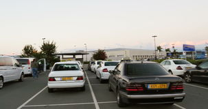 Parking d'aéroport banque de vidéos